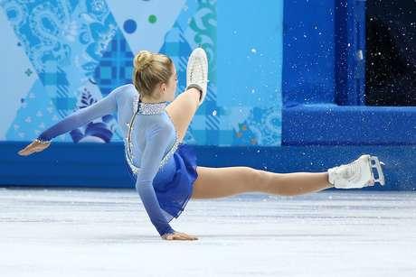 <p>Coque bem no alto da cabeça foi a opção da atleta dos Estados Unidos na competição de patins</p>