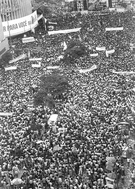 Ato levou mais de 300 mil pessoas à Praça da Rodoviária no centro de Belo Horizonte em 24 de fevereiro de 1984