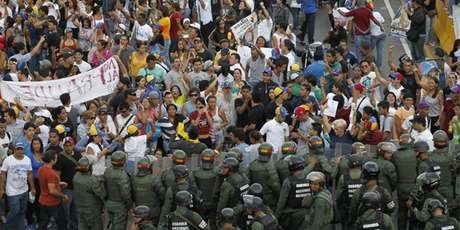 "<p class=""text""><strong>Maduro</strong>rechazó todo nexo con grupos irregulares y llamó a todas las fuerzas políticas ""a que condenemos a esos grupos violentos, que cesen la provocaciones, que cesen las emboscadas"".</p>"
