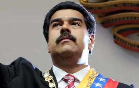 <p>Maduro decretó sorpresivamente un día adicional de asueto, la próxima semana, que se sumará a los carnavales, el 4 y 5 de marzo.</p>