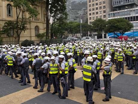 <p>Cerca de mil policiais foram deslocados para acompanhar novo protesto contra a Copa do Mundo</p>