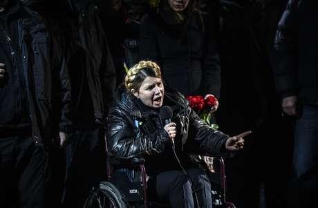 <p>Yulia Timoshenko em discurso na Praça da Independência após libertação em 22 de fevereiro</p>