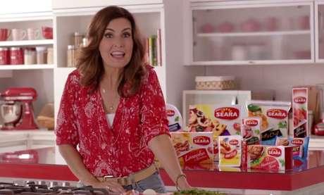 Fátima Bernardes aparece em sua primeira propaganda na TV