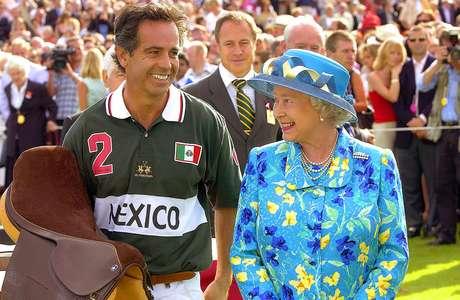 Carlos Gracida fue nueve veces ganador del Abierto de los EE.UU. y cinco años fue el mejor jugador polista en el mundo. Aquí con su majestad la Reina Isabel II de Inglaterra en la Coronation Cup