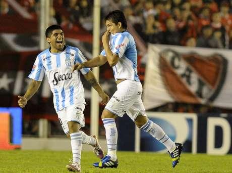 En Avellaneda, Independiente cayó por 3 a 1 ante Atlético Tucumán. Aún sigue en puestos de ascenso. Bazán, la Pulga Rodríguez y Pirz Alves marcaron para el ganador, mientras que Penco había descontado para el Rojo.