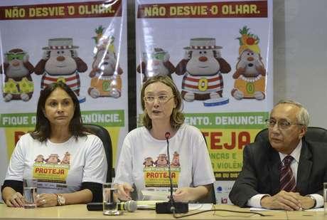 Ministra de Direitos Humanos, Maria do Rosário (centro), lança campanha ao lado de Fafá de Belém