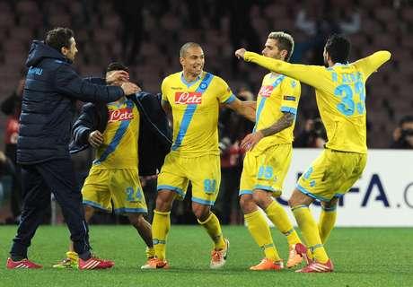 Jogadores do Napoli comemoram gol de Inler
