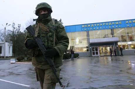 Homens armados tomaram o aeroporto de Simferopol