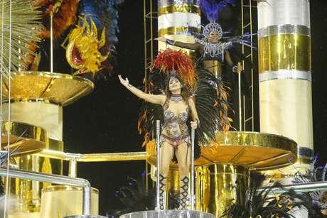 Luiza Ambiel foi destaque em alegoria da escola
