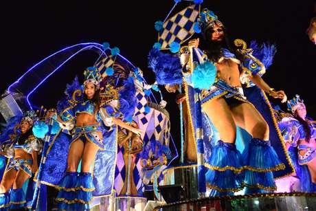 Escola de Samba Em Cima da Hora abre desfile do Grupo A do Carnaval carioca