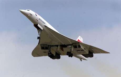 <p>17 de julho de 2001 - Concorde da British Airways decola do aeroporto de Heathrow, em Londres, pela primeira vez desde o acidente de 2000</p>