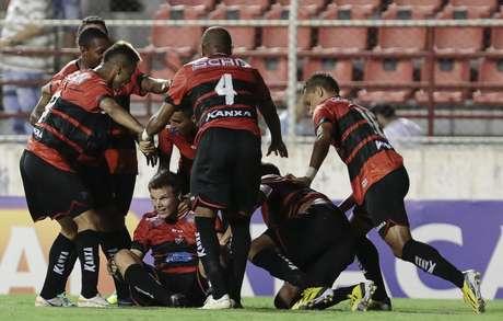 Jogadores do Ituano comemoram liderança na chave do Corinthians