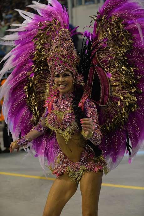 A escola de samba Mocidade Alegre exaltou a fé e as crenças durante o desfile na madrugada deste domingo no Carnaval de São Paulo