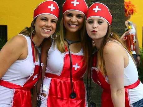 <p>Trio de amigas foi de enfermeira no bloco João Capota na Alves, que saiu no sábado de Carnavalem São Paulo</p>