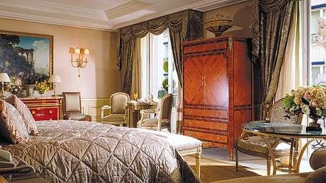 <p>Suíte do Four Seasons Hotel George V, emParis, na França</p>