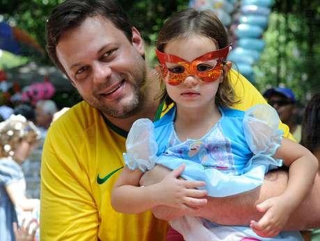 """<p>Crianças e pais se divertem na folia da capital carioca com o bloco infantil""""Largo do Machado, mas não largo do Suquinho""""</p>"""