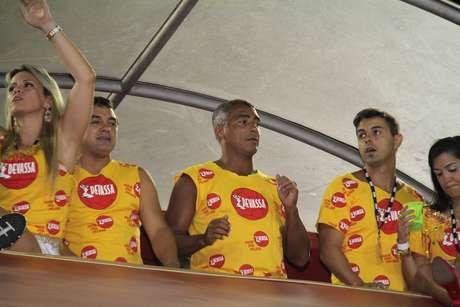 <p>Romário curtindo e dançando no Carnaval carioca</p>