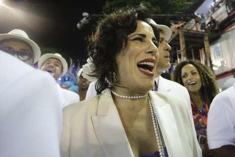 Atriz Glória Pires desfila na Portela após 13 anos afastada