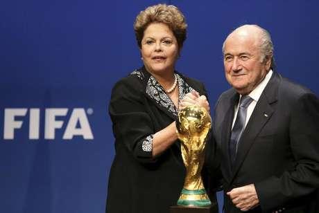 <p>Dilma e Blatter foram vaiados na Copa das Confederações e não querem repetir a experiência na Copa do Mundo</p>