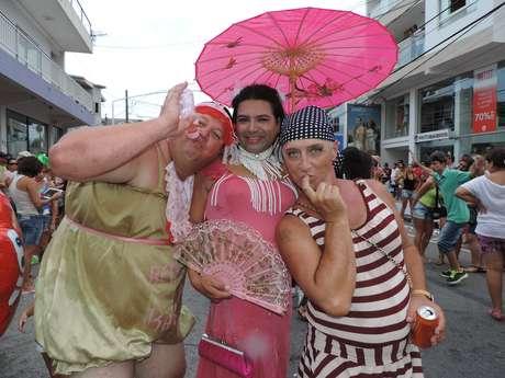 <p>Cerca de 100 mil foliões se reuniram nas ruas da cidade catarinense de Navegantes para celebrar a 38º edição do Navegay na segunda-feira de Carnaval</p>