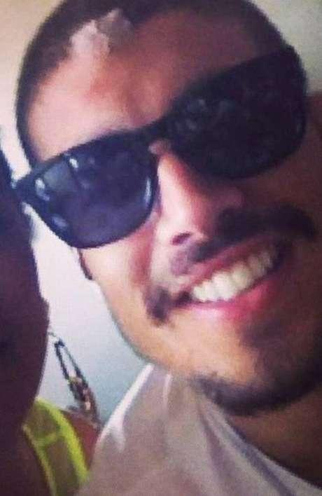 <p>Caio Castro aparece em foto de fã com ferimento no rosto</p>