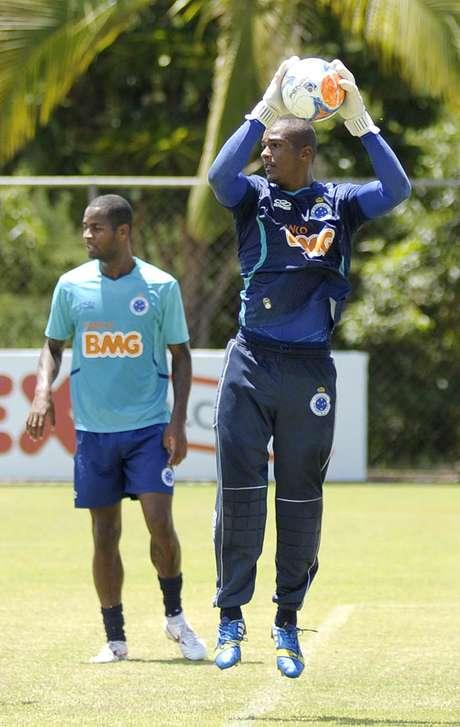 Terceiro goleiro do Cruzeiro, Elisson pode ser anunciado no Coritiba ainda nesta quinta-feira (17)