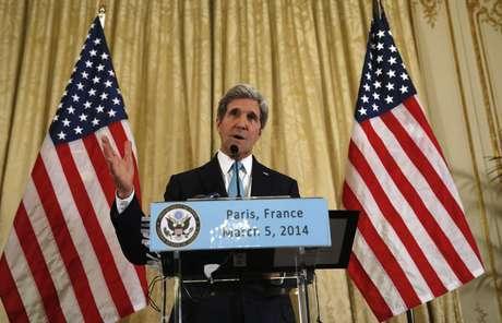 """""""Não nos parecia apropriado que falássemos com os russos sem contar com os ucranianos"""", disse Kerry"""