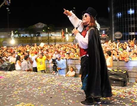 <p>Milhares de pessoas lotaram o Marco Zero na noite desta terça-feira</p>