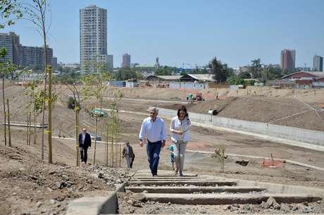 <p>El presidente Sebastián Piñera, junto a la ministra del MOP Loreto Silva, en el mes de diciembre, en una visita inspectiva al parque.</p>
