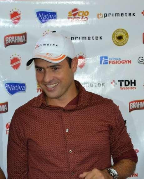 <p>Sidney Moraes disse que segue no Vila Nova até segunda ordem</p>