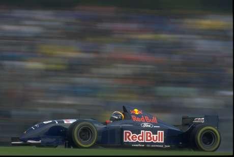Cores da Red Bull já foram usadas na década de 90 pela Sauber (foto)