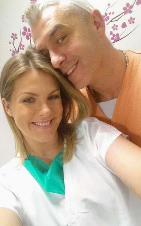 Ana Hickmann publicou uma foto ao lado do marido antes do nascimento do filho