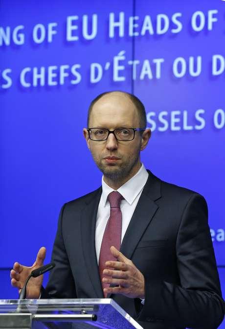 <p>O premi&ecirc; ucraniano, Arseny Yatseniuk, em coletiva de imprensa durante reuni&atilde;o de emerg&ecirc;ncia com l&iacute;deres europeus, em Bruxelas, no dia 6 de mar&ccedil;o</p>