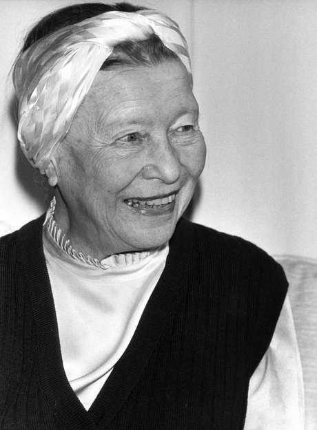 Escritora Simone de Beauvoir, em foto de 22 de abril de 1983, em Paris