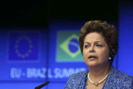 <p>Dilma viaja ainda nesta segunda-feira ao Chile</p>