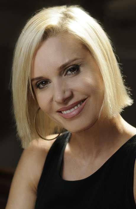 <p>Paula Burlamaqui conta como desaprendeu a cantar para interpretar a Volpina de <em>Joia Rara</em></p>