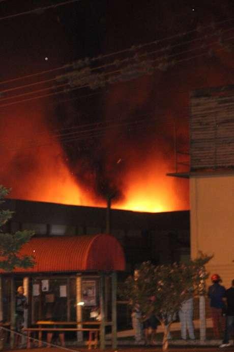 <p>Incêndioatingiu um frigorífico da empresa BRF Foods em Toledo, no Paraná</p>