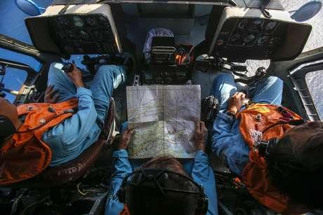 Militares da Malásia acreditam terem rastreado o avião da Malaysia Airlines no Estreito de Malaca, o que indicaria que o mesmo teria mudado sua rota após sumir dos radares