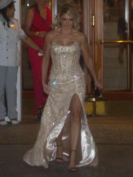 Antônia Fontenelle foi uma das primeiras convidadas a chegar ao casamento do cantor Latino e da modelo Rayanne Morais