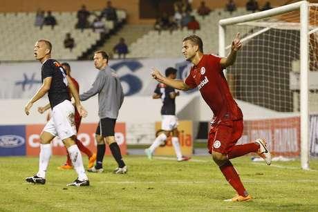 <p>Rafael Moura marcou dois dos gols do Internacional no Mangueirão</p>