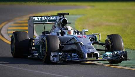 O britânico Lewis Hamilton, da Mercedes, foi o mais rápido na segunda sessão de treinos livres para o Grande Prêmio da Austrália na madrugada desta sexta-feira