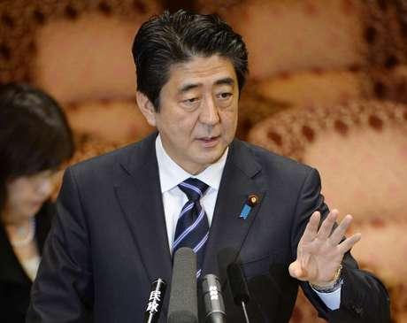 <p>Medida foi insistentemente promovida pelo primeiro-ministro Shinzo Abe, apesar da rejeição de boa parte da opinião pública no Japão e de membros da coalizão governante</p>