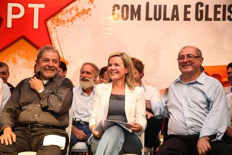 Além do presidente Lula, o ministro das Comunicações, Paulo Bernardo, marido de Gleisi, compareceu ao ato