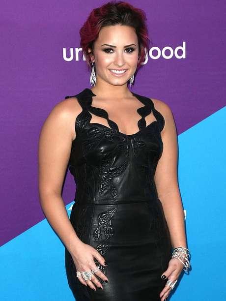 <p>Lovato le reclamó por Twitter a la cantante pop que tratara de banalizar la bulimia.</p>