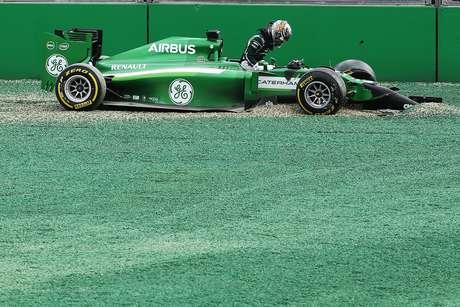 Kobayashi errou feio após a largada e tirou Massa da prova