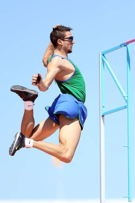 Augusto Dutra ficou com o ouro no salto com vara