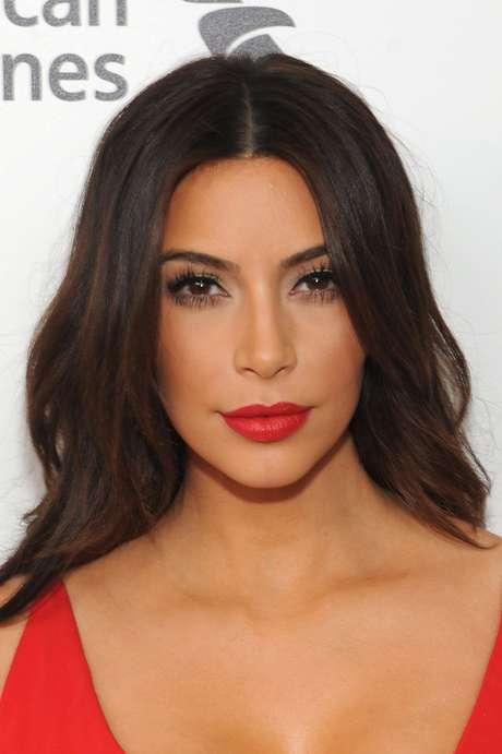 Kim Kardashian afirmou não saber nada sobre a linha de maquiagem para a qual empresta seu nome