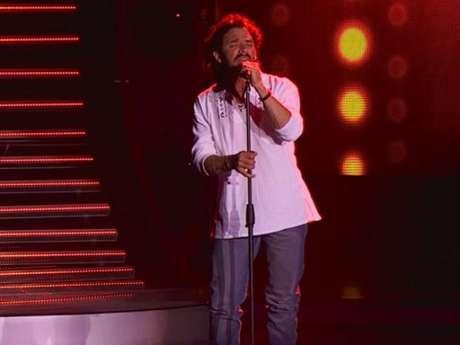 Ricardo Arjona trabaja cantando en buses de servicio público.