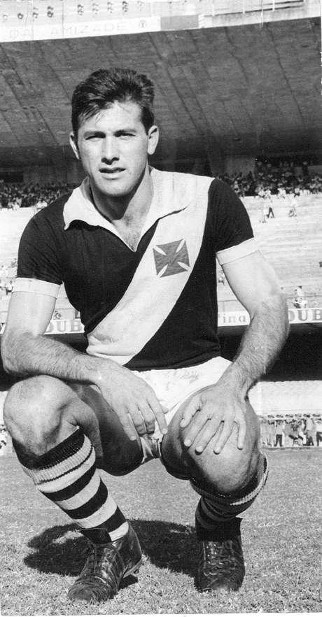 <p>Ex-zagueiro fez história no Vasco com três títulos cariocas</p>
