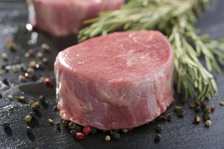 Pesquisa diz que comer carne tem a ver com posição política e necessidade de manter tradições